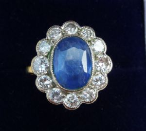 Fabulous 18ct & 18k white gold Tanzanite and Diamond cluster art deco design vintage antique ring